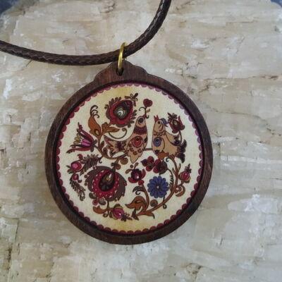 Fa medál 3.  - Ősi magyar szimbólum - barna, viaszolt szállal