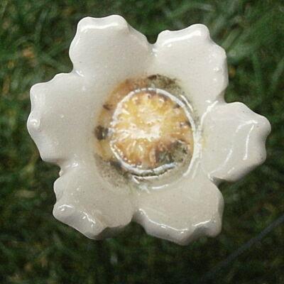 Fehér kerámia virág 2.