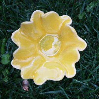 Sárga kerámia virág