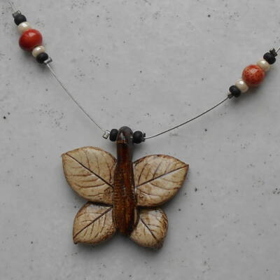 Kerámia nyaklánc - pillangós 3.