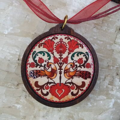 Fa medál 10. - Ősi magyar szimbólum- bordó,  organzával